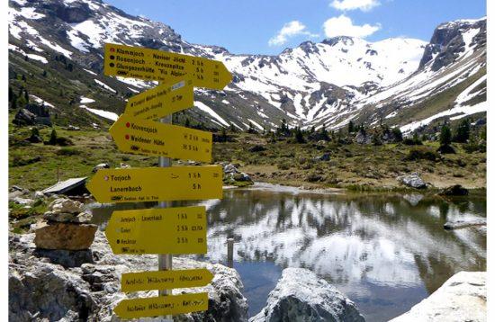 Wegweiser alpenüberquerung wattener lizum